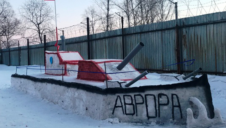 """Биробиджанские заключенные слепили из снега """"Аврору"""""""