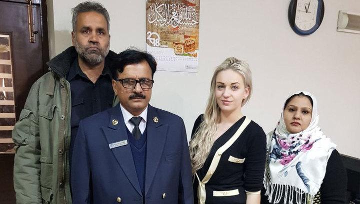 Задержанная в Пакистане наркокурьер стала звездой Сети благодаря улыбке