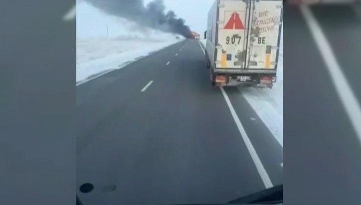 Очевидец снял на видео сгоревший вместе с пассажирами автобус в Казахстане