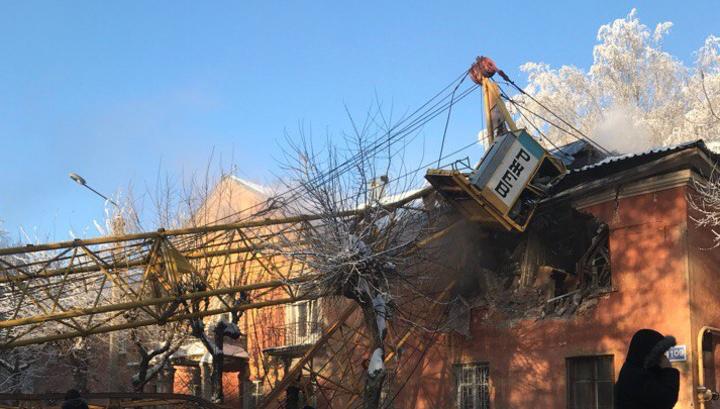 Возросло число пострадавших при падении крана на дом в Кирове