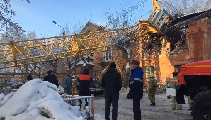Опубликовано видео с места крушения башенного крана в Кирове