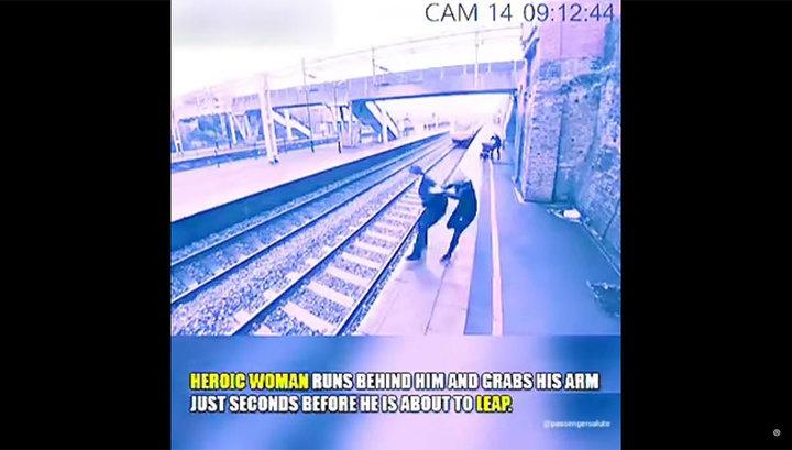 В Британии пассажирка поезда спасла жизнь соседу по платформе. Видео
