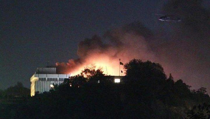 В захваченном кабульском отеле прогремели взрывы