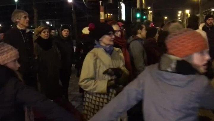 Жители Брюсселя прощают мигрантам бесчинства и защищают их от полиции