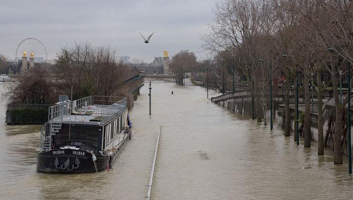 5,8 метра: наводнение в Париже вышло на пиковый уровень