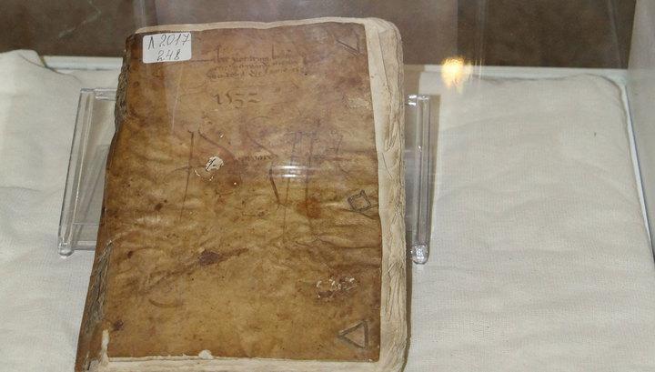 В Казахстане выставили на обозрение книгу из человеческой кожи