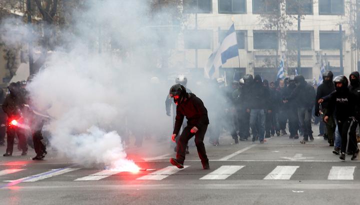 У стен греческого парламента прошли массовые беспорядки