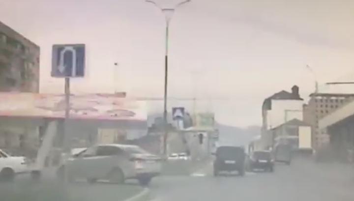 Упавший рекламный щит