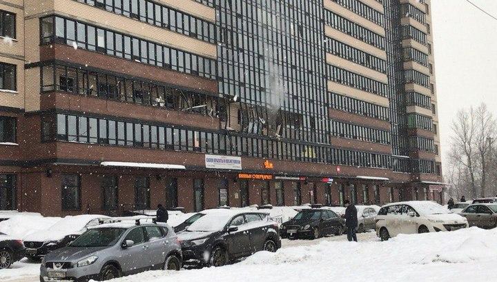 Взрыв в питерской многоэтажке повредил 10 квартир и обрушил лифт