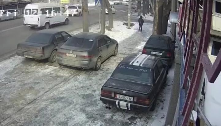 Молодая мама погибла под колесами маршрутки в Бишкеке