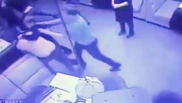 Не та песня: в Поволжье следователи избили посетителя караоке. Видео