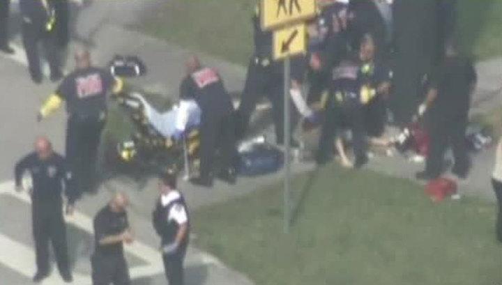 Перестрелка во Флориде: дети прячутся от стрелка в здании школы