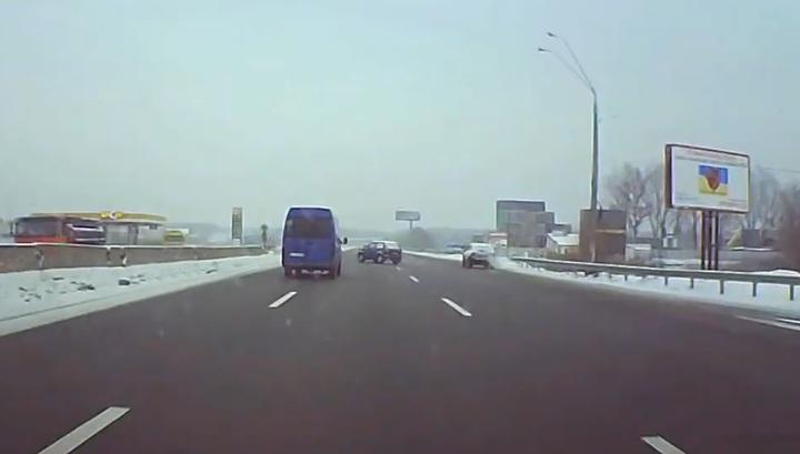 Опубликовано видео страшного ДТП с микроавтобусом, перевозившим детей под Киевом