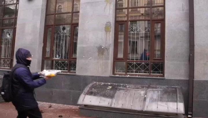 Новый погром в здании Россотрудничества в Киеве: неонацистов никто не остановил