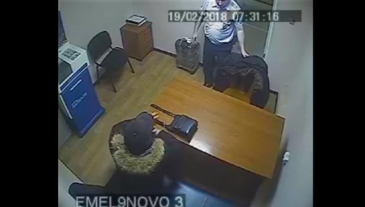 Пожилой рецидивист устроил дебош на борту самолета Красноярск - Москва