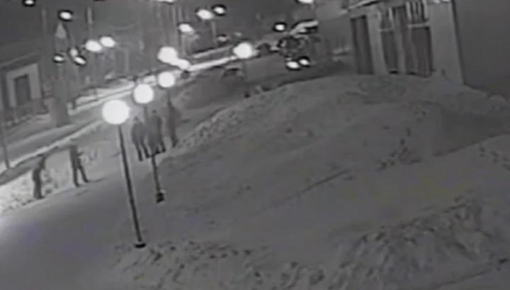 Пьяный кузбассовец изрезал ножом задевшего его на эскалаторе молодого человека