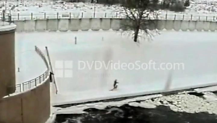 Росгвардейцы спасли троих провалившихся под лед мужчин в Москве