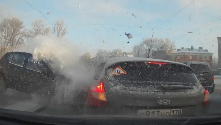 Массовая авария в Петербурге попала в объектив автомобильного регистратора