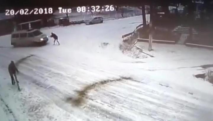 Фургон румынского спецназа насмерть задавил мужчину на глазах его брата