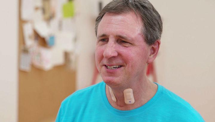 Гибкий датчик, прикреплённый к горлу, ускорит процесс выздоровления пациентов
