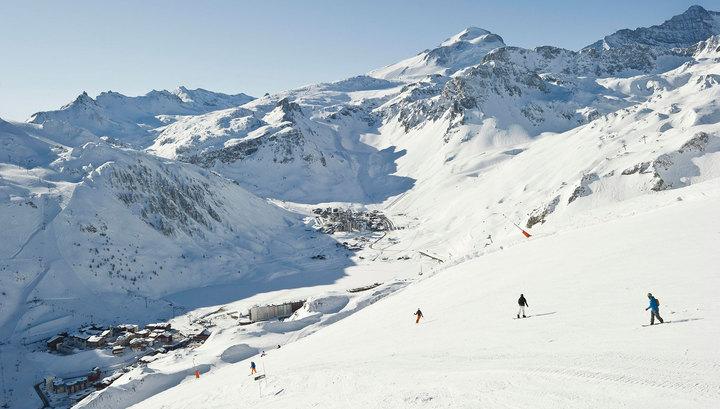 Подростки упали со 150-метровой скалы, катаясь на лыжах во Франции