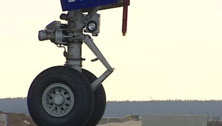 Самолет вернулся в Салехард из-за сломанного шасси