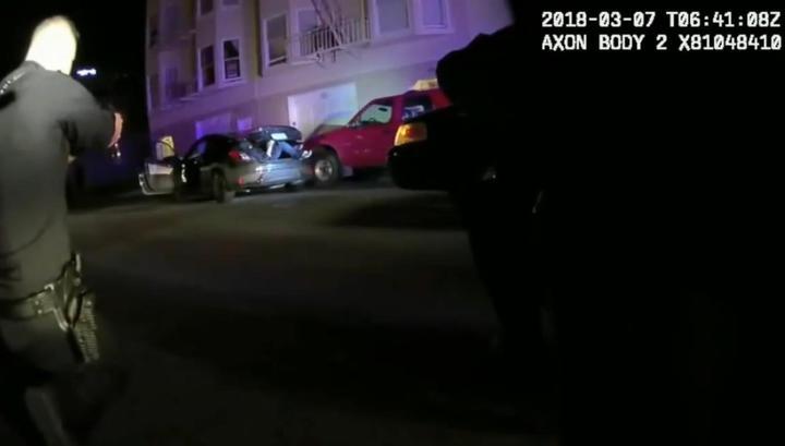 Американские полицейские выпустили 99 пуль в прятавшегося в багажнике юношу