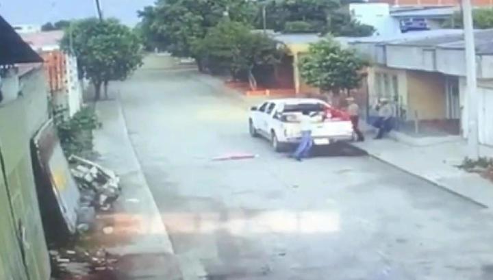 Киллер под видом бездомного в упор застрелил колумбийского сварщика