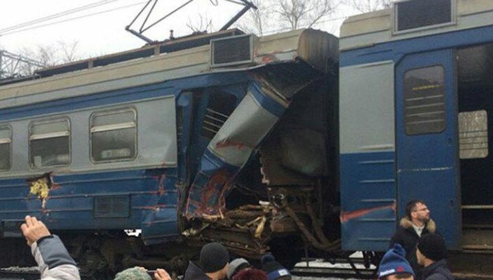 Трактор и электричка остановили 15 поездов Ярославского направления и Ростокинский путепровод