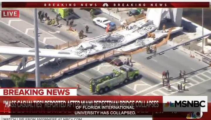 В Майами обрушился пешеходный мост: есть жертвы