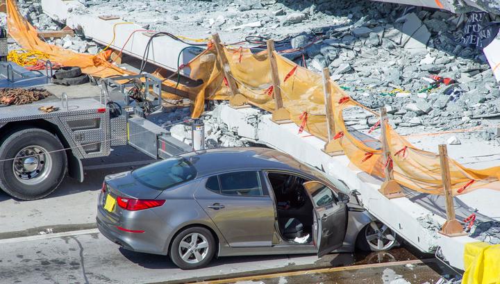 В Майами продолжают разбирать завалы рухнувшего моста