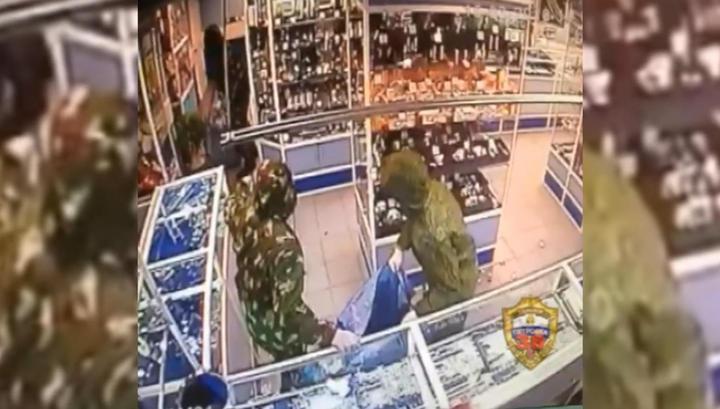 50 миллионов рублей за минуту: грабители ювелирного попали на видео