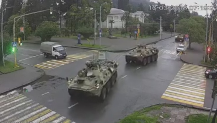 Столкновение двух бронетранспортеров в Абхазии попало на видео