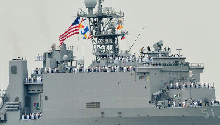 Американский десантный корабль Oak Hill вошел в порт Батуми
