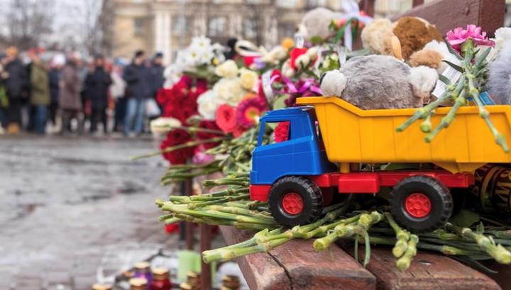Возложить цветы в память погибших в Кемерове в Москве можно на Манежной площади