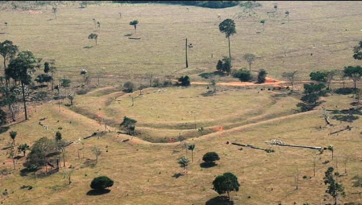 Вместе с руинами поселений были обнаружены узоры-геоглифы.