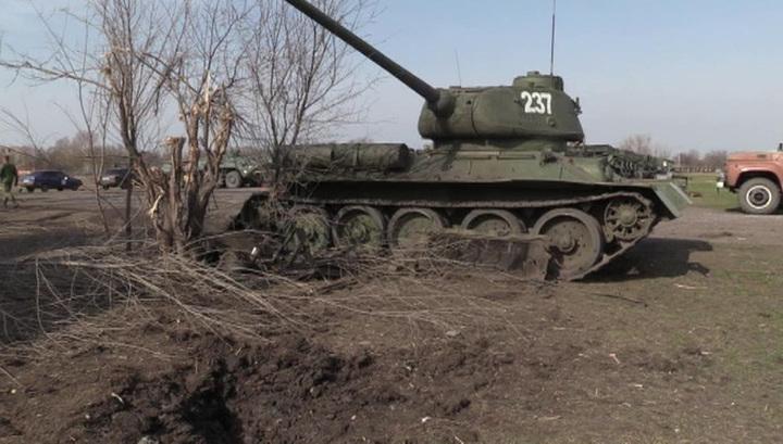 Украинские солдаты подбили в Луганске Т-34 времен ВОВ, который воевал с фашистами