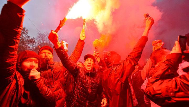 """Футбольные болельщики устроили беспорядки перед матчем """"Ливерпуль"""" – """"Рома"""""""
