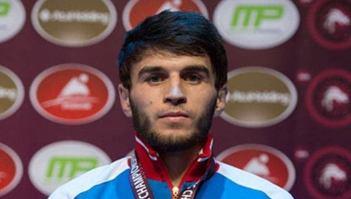 Борец Рашидов завоевал золото на домашнем чемпионате Европы