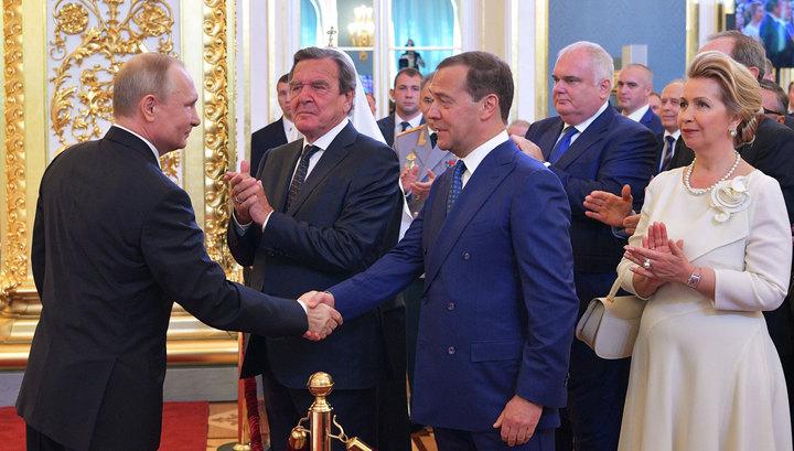 Россия осталась без правительства