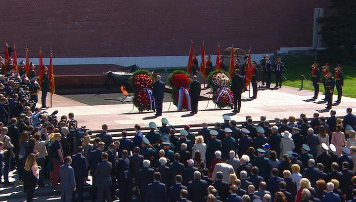 Лидеры России, Сербии и Израиля возложили венки у Вечного огня