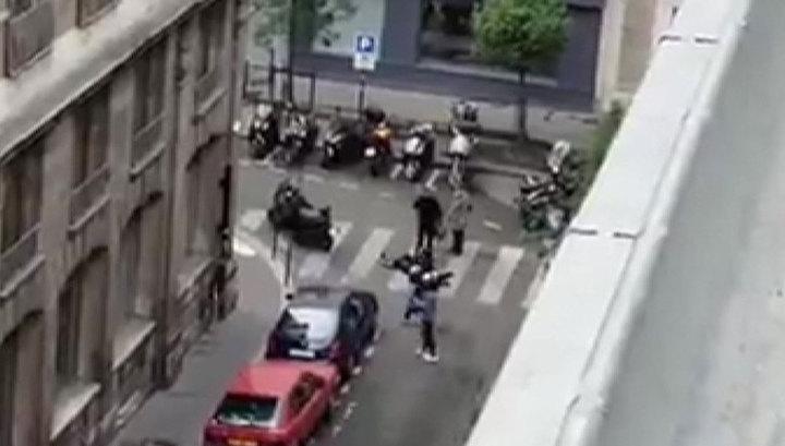 Вооруженный ножом мужчина атаковал прохожих в Париже