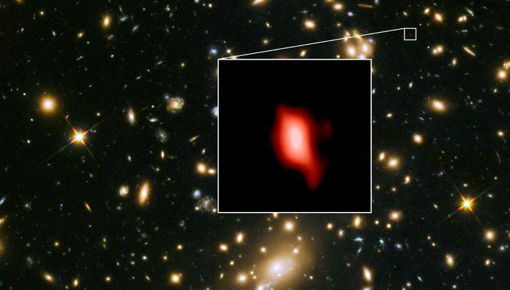 Звёздная система расположена на экстремально большом расстоянии от Земли.