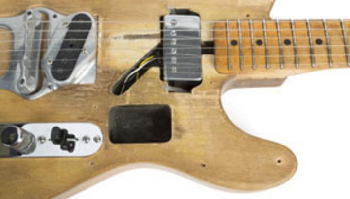 Фендеровскую гитару Боба Дилана продали за полмиллиона долларов