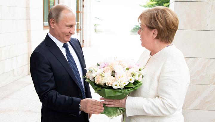"Bild: Путин ""ударил"" Меркель цветами"