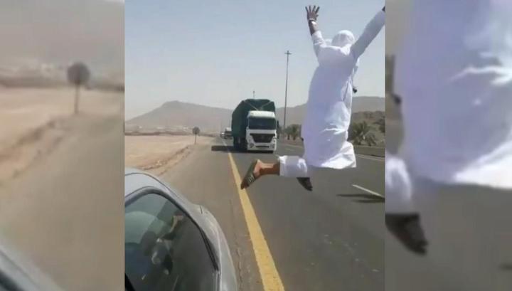 Молодого саудита арестовали за опасный трюк перед фурой