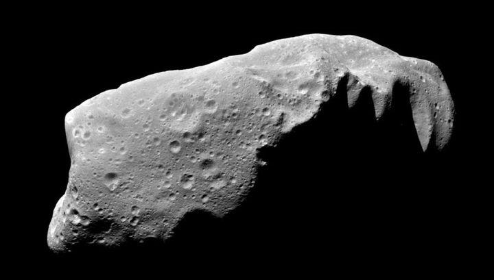 Почти все астероиды Солнечной системы движутся в ту же сторону, что и планеты, но 2015 BZ509 оказался исключением. На снимке астероид Ида.