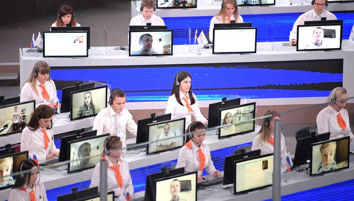 """""""Прямая линия"""": россияне предпочитают звонить с вопросами"""