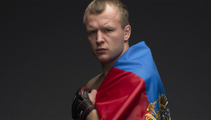 Боец смешанного стиля Шлеменко стал волонтером