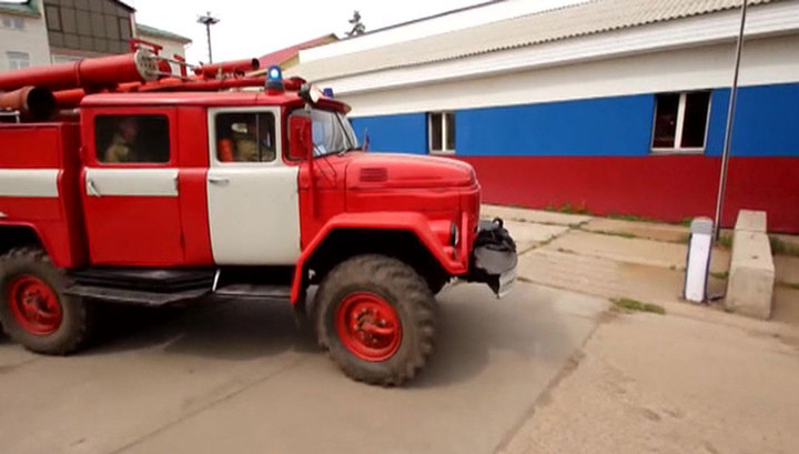 В Новосибирске загорелся дом, эвакуированы более 60 жильцов
